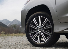 Фото диска Toyota LX2016 черный с полировкой