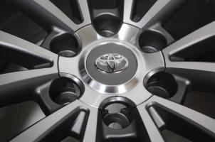 Диск с оригинальным дизайном Тойота прадо 2018